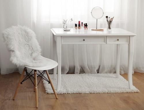 Niebanalne pomysły na dekorowanie wnętrz kosmetykami i perfumami