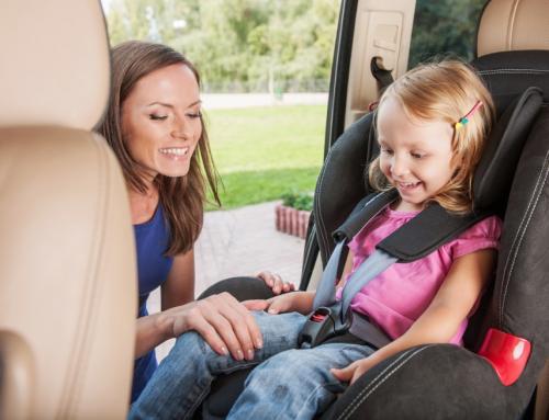 Bezpiecznie i zgodnie z przepisami — jak przewozić dziecko w aucie?