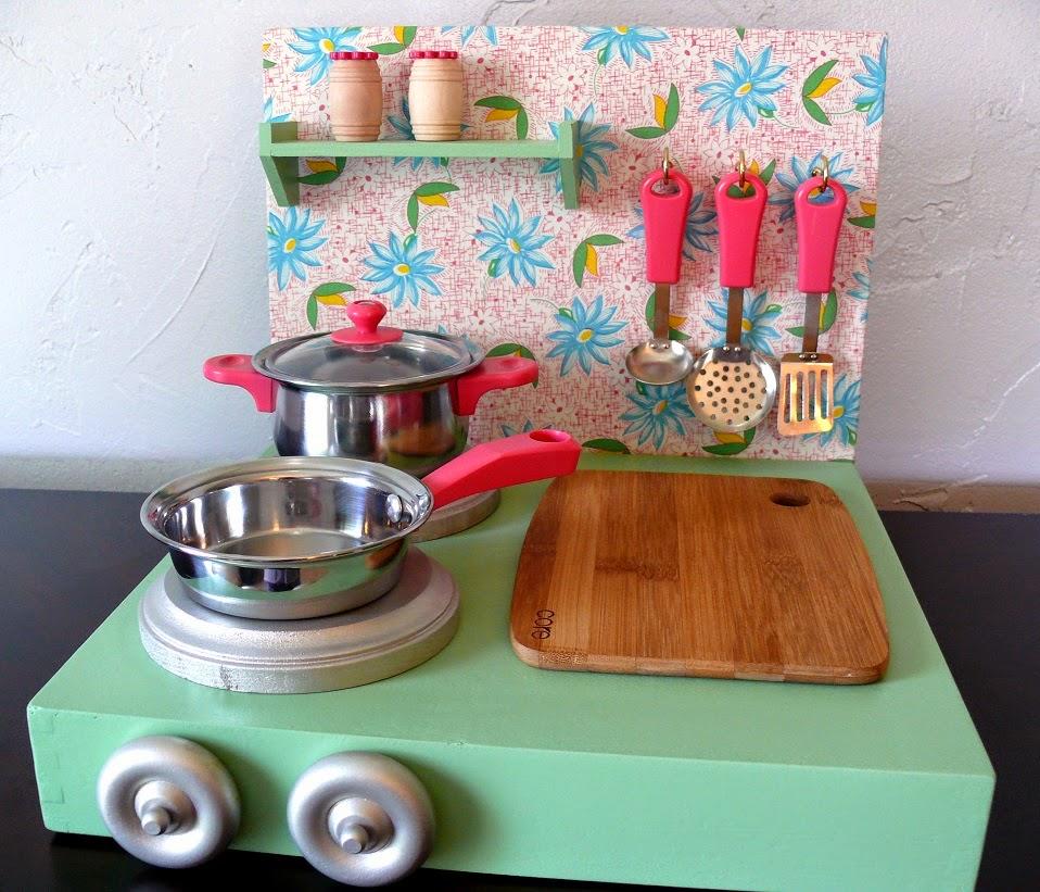 dirtcheapdecoratingdivas.blogspot.com-2014-05-play-kitchen-and-food-diy