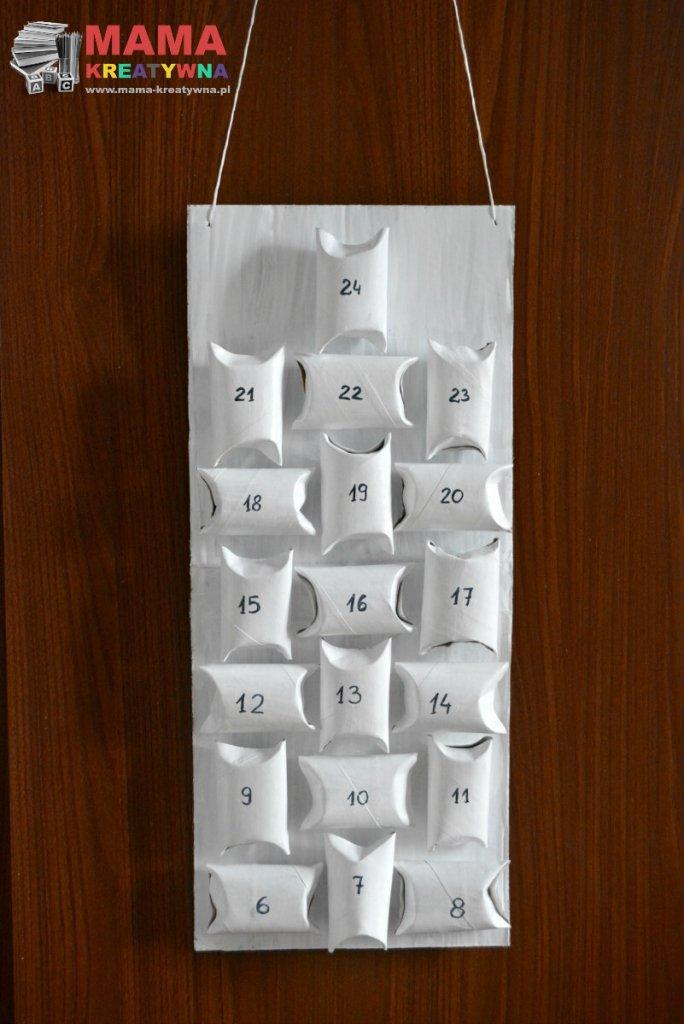 kalendarz z rolek po papierze