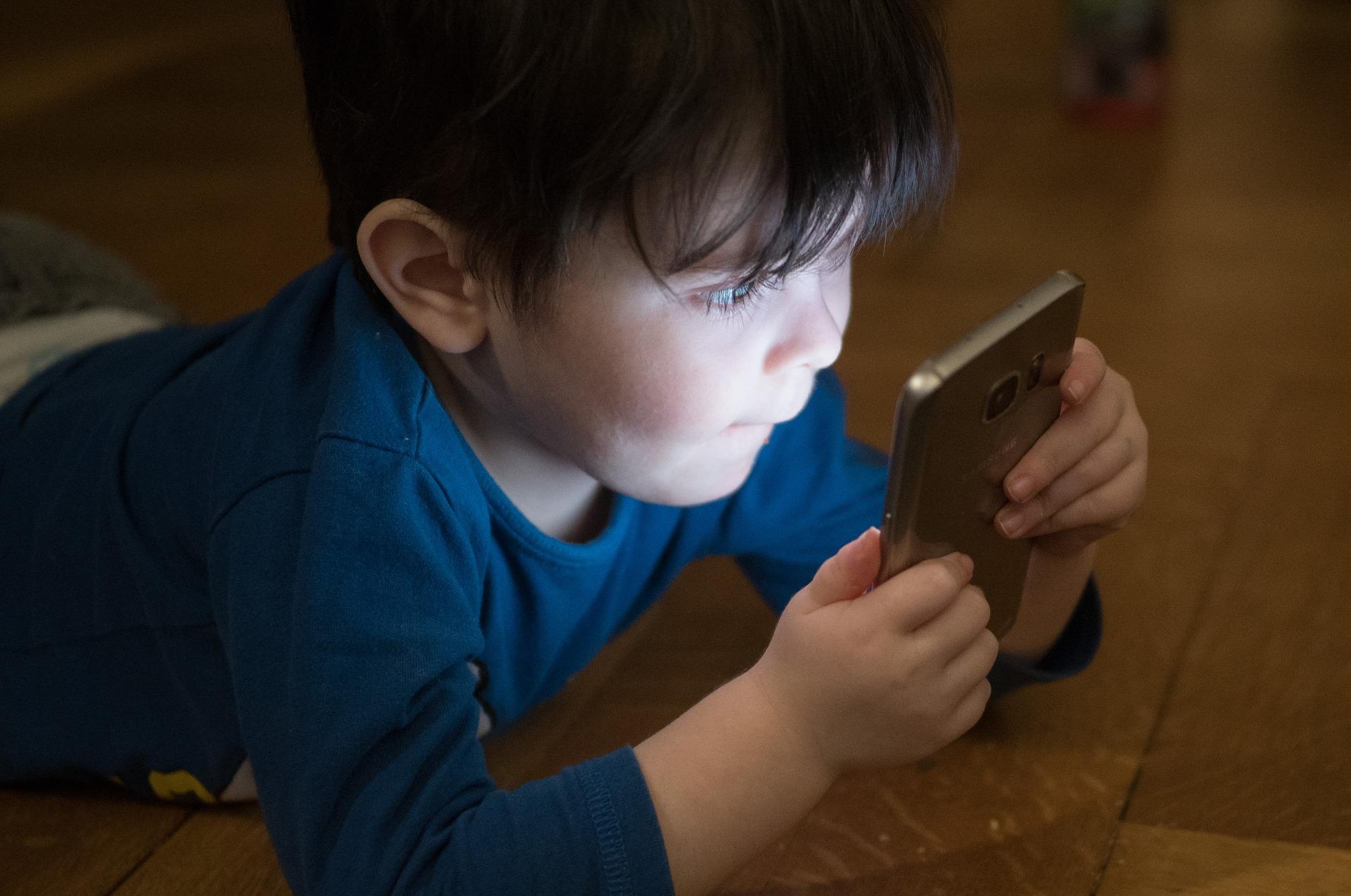 5 aplikacji, które Twoje dziecko powinno mieć na swoim telefonie