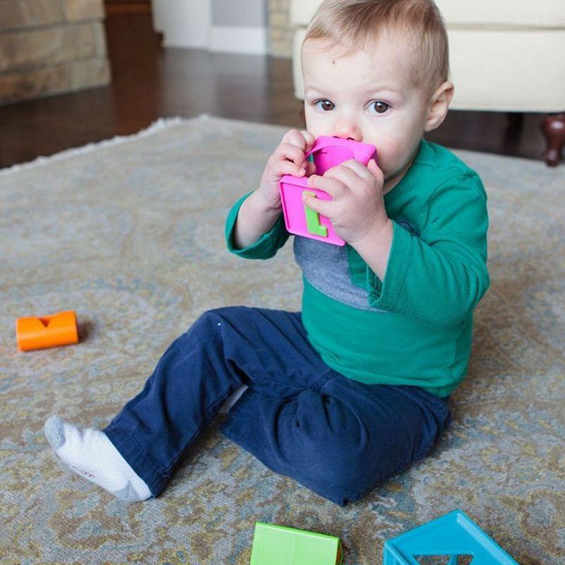 jakie zabawki dla niemowlaka