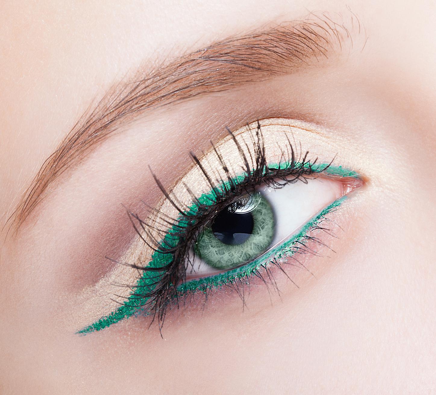 Makijaż oczu bez użycia cieni – podkreśl spojrzenie kolorowym eyelinerem