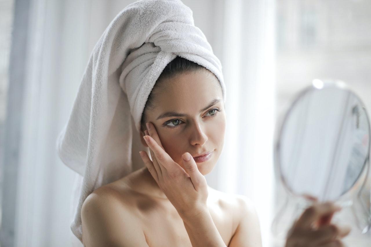 Odmładzający krem do twarzy – najlepsze składniki