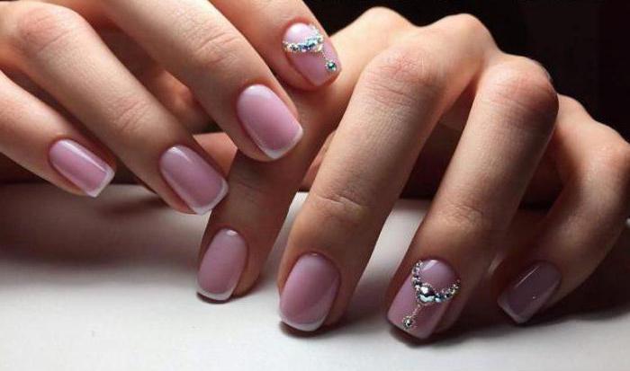 Sprawdzone sposoby na piękny wygląd – najmodniejsze wzory paznokci
